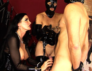 Latex and sex  dominatrix carmen has her slaves worshipping her kitty. Dominatrix Carmen has her slaves worshipping her vagina